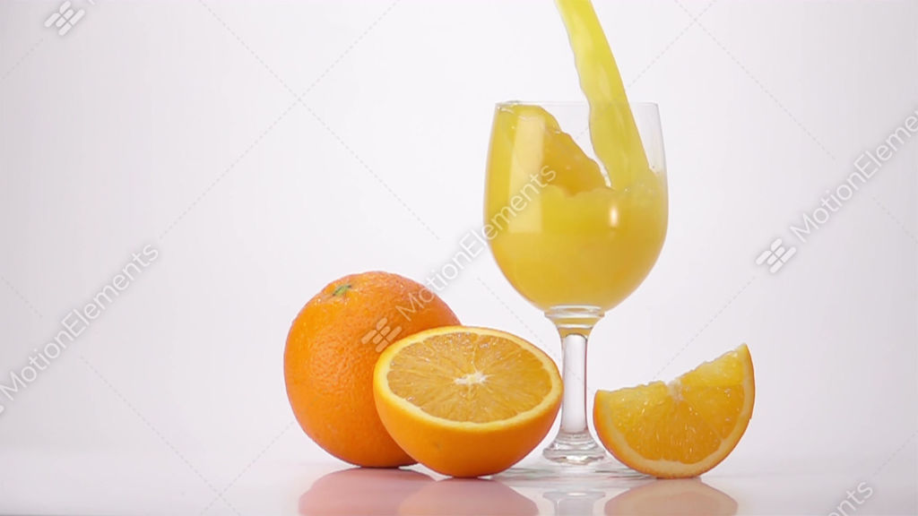 Juice Art Slow Juicer Istruzioni : Pouring Orange Juice Into Glass Stock video footage 10347811